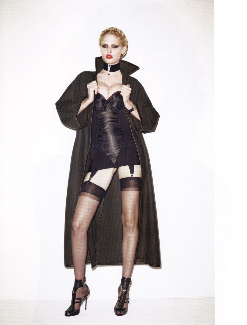 http://a4.idata.over-blog.com/2/94/91/56/People-en-CERVIN/Lara-Stone-Vogue-Paris-June-2010-1.jpg