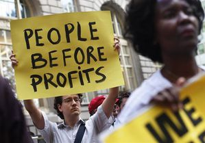 http://a4.idata.over-blog.com/300x209/1/07/22/91/2011-09/occupy-wall-street-people-before-profits1.jpg