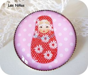 broche-poupee-russe-rouge-pois-roses-cop